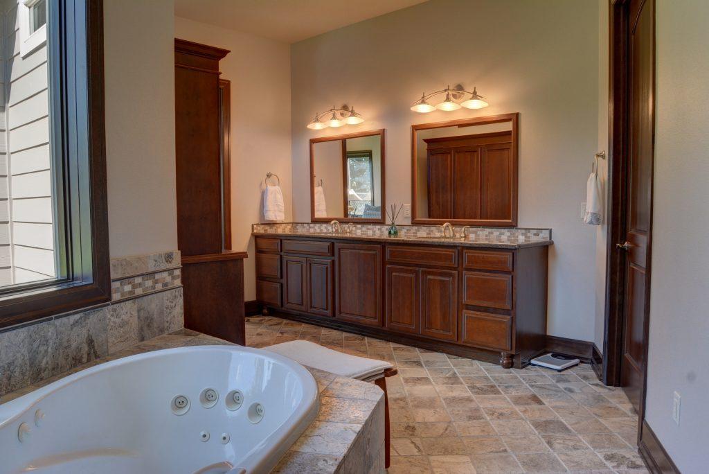 Master bathroom(4)